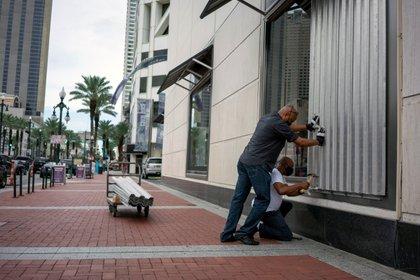 La amenaza del huracán provocó el cierre de comercios de la Quinta Avenida de New Orleans (REUTERS/Kathleen Flynn)