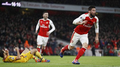 Olivier Giroud festeja su gol ante Crystal Palace (Reuters)