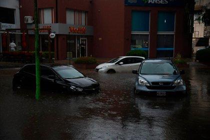 Las fuertes precipitaciones dejaron varias calles anegadas (Diego Medina)