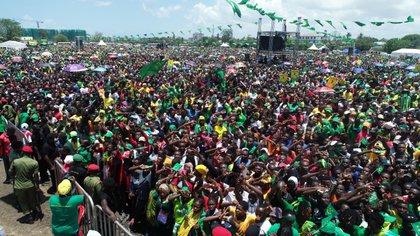 Una manifestación masiva de simpatizantes del presidente Magufuli en octubre de 2020.
