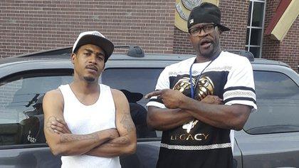 George Floyd, a la derecha, y su amigo Christopher Harris en Minneapolis. (Christopher Harris via AP)