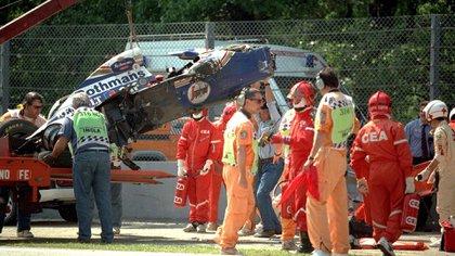 El Williams destruido de Ayrton Senna. El brasileño estaba camino a Bologna, donde moriría minutos después (Shutterstock)