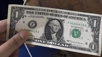 El dólar oficial asciende 9% en 2020, pero el tipo de cambio bursátil acumula un alza que se acerca al 50%