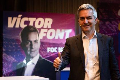 El precandidato a la presidencia del FC Barcelona, Víctor Font (c) este jueves. EFE/ Enric Fontcuberta