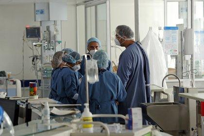 Imagen genérica. El falso médico ejercio durante las emergencias por la pandemia del coronavirus (EFE/ Mauricio Dueñas Castañeda)