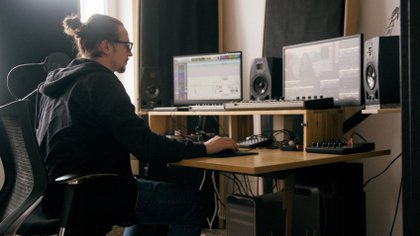 Gaston Ibarroule es argentino y participó de la serie Dark en la posproducción de sonido (Foto: Matías Boettner)