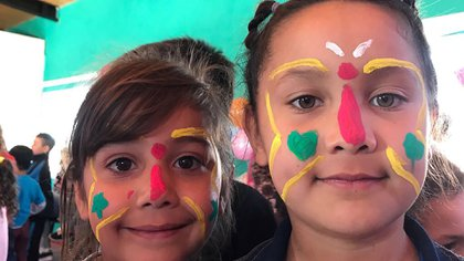 Esta fundación sin fines de lucro sustenta los festejos con donaciones y aportes de empresas y privados para cumplir el sueño de los chicos del asentamiento CAVA