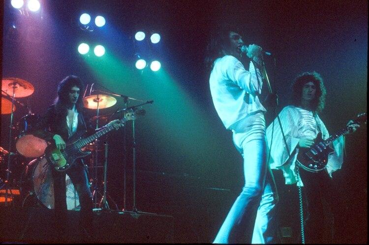Queen en concierto en el Oxford New Theatre, en 1975 (Andre Csillag/Shutterstock)