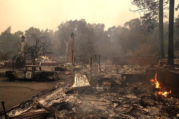 Resultado de imagen para 25 miembros de una iglesia en California lo perdieron todo por el incendio Carr