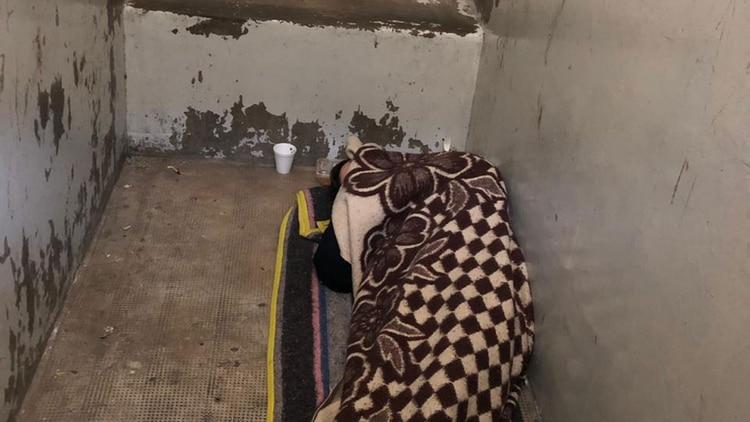 Los internos duermen en el suelo o con colchones deteriorados