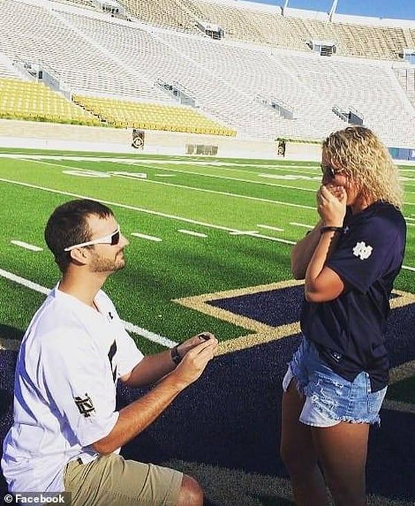 Kendall James Murphy en el momento en que le proponía matrimonio a Jessica Padgett