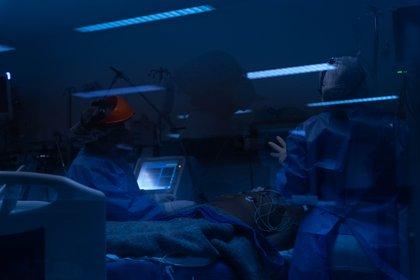 En los hospitales también hacen uso de la luz ultravioleta (Foto: Franco Fafasuli)