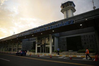 El Salvador reactiva operaciones de vuelos comerciales bajo estrictas medidas