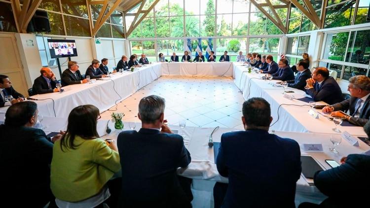 Alberto Fernández junto a los gobernadores, en la primera reunión antes de decretar la cuarentena (Presidencia)