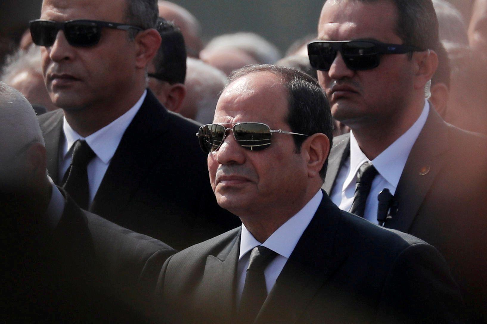 El presidente egipcio Abdel Fattah al-Sisi en el funeral del ex presidente Hosni Mubarak el 26 de febrero de 2020 (REUTERS/Amr Abdallah Dalsh/File Photo)