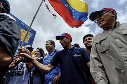 Capriles en una de las marchas por el revocatorio (AFP)