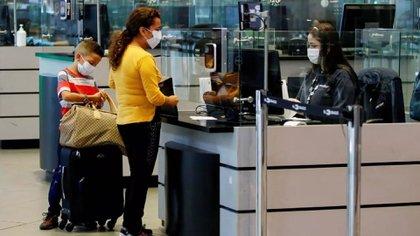Control de migración en el Aeropuerto de El Dorado, en Bogotá, Colombia. Leonardo Muñoz - EFE