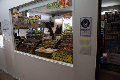 El kiosko de Comodoro Py. En la pandemia solo vende productos para llevar.