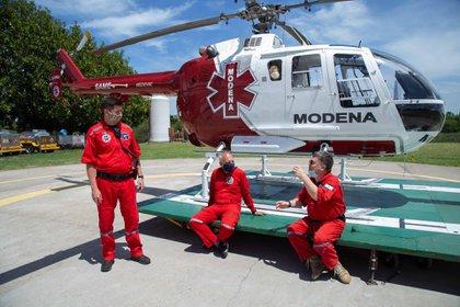 Eduardo, junto a Juan Noir (médico) y Javer Revilla (copiloto)