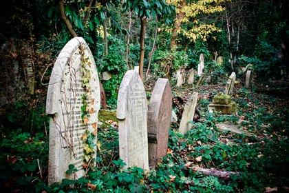 Highgate es uno de los cementerios más grandes de Londres, Inglaterra. El cementerio se abrió por primera vez en 1839, pero casi se deterioró hasta la extinción hasta que comenzaron los esfuerzos de conservación en 1975