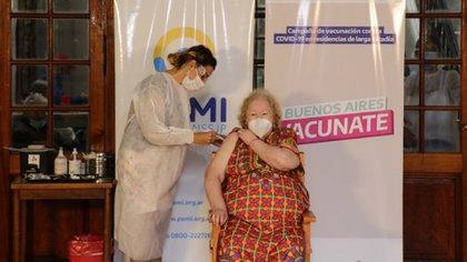 El PAMI también coordina iniciativas de vacunación para personas mayores