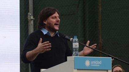 """El legislador porteño y dirigente de """"Los Irrompibles"""", Leandro Santoro."""