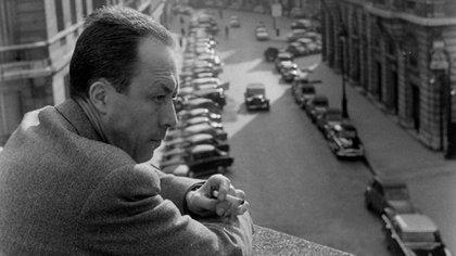 El escritor formó parte de la Resistencia francesa durante la ocupación alemana, y se relacionó durante mucho tiempo con con los movimientos libertarios de la posguerra