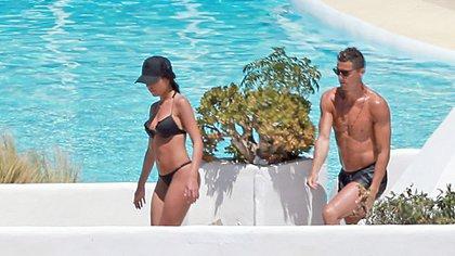Cristiano Ronaldo viajó con su novia Georgina Rodríguez a Ibiza (Grosby)