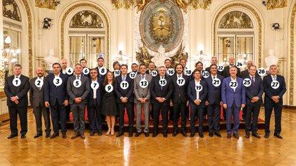 """La """"foto de familia"""" del presidente junto a los gobernadores en la Casa Rosada."""