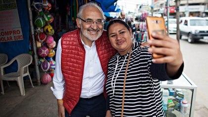 El ex presidente Carlos Mesa aparece como el candidato opositos más encumbrado en las encuestas y con posibilidades de derrotar a Evo Morales en un balotaje