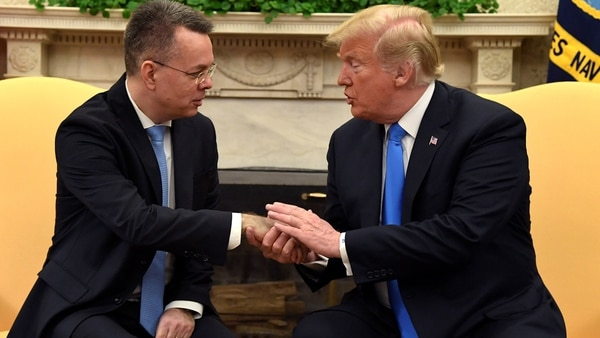Resultado de imagen para Brunson ora por Trump en la Casa Blanca tras llegar a EEUU
