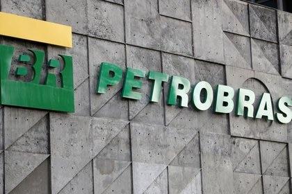 Le logo Petrobras dans ses bureaux de Rio de Janeiro (Reuters)