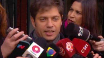 Axel Kicillof habló en la puerta de su casa y estuvo en el Instituto Patria con los Fernández