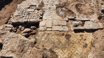 El magnífico edificio con la inscripción incorporada en uso secundario. Fotografía: Tzachi Lang, Autoridad de Antigüedades de Israel