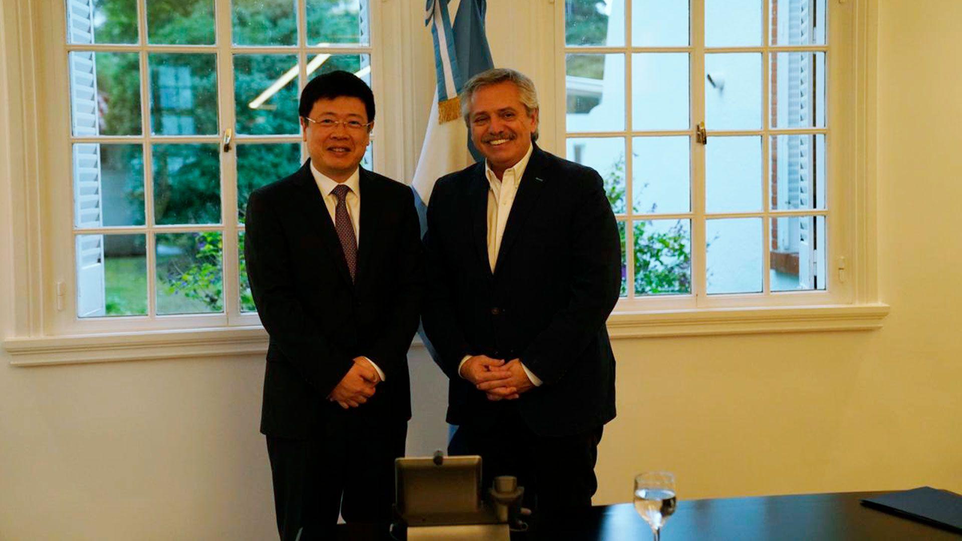 Alberto Fernandez y embajador China