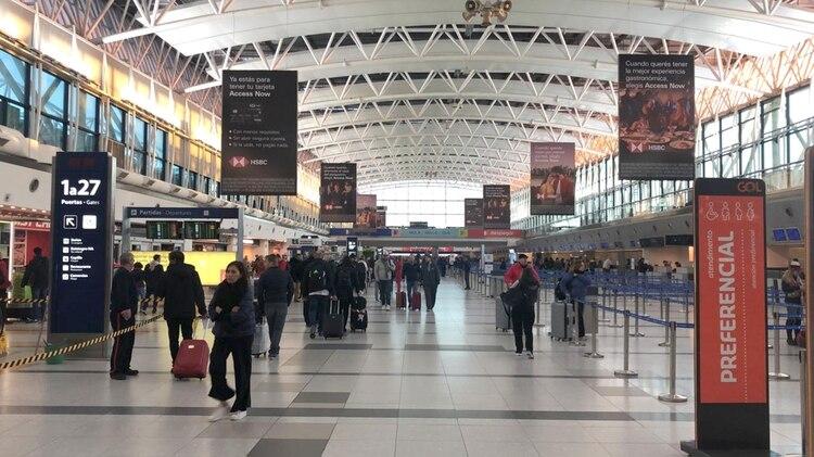 La huelga afecta a mas de 5.000 pasajeros solo en Aerolíneas Argentinas