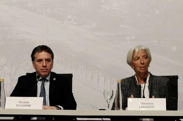 El ministro Nicolás Dujovne junto a la directora del FMI Christine Lagarde