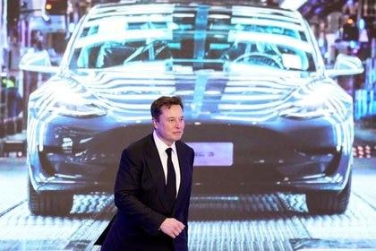 Elon Musk dijo que lo que Tesla anuncie en el evento no alcanzará altos volúmenes de producción hasta 2022 y tendrá un impacto en la producción planificada de su camioneta Cybertruck y su nuevo automóvil deportivo Roadster. REUTERS/Aly Song
