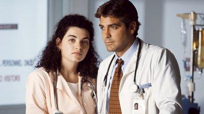 """Julianna Margulies y George Clooney en el exitoso drama televisivo """"ER"""""""