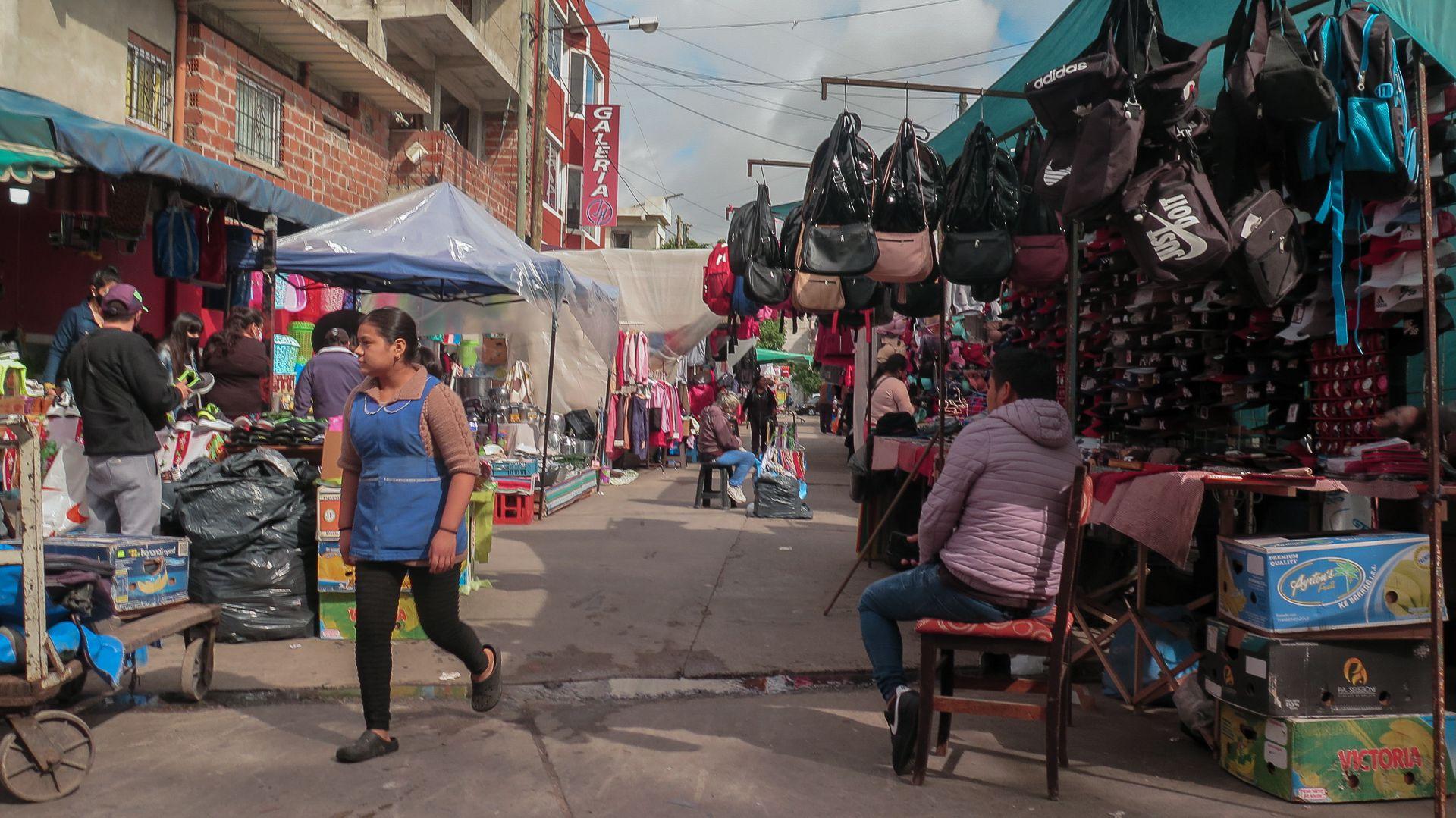 Feria - Villa Celina - La Matanza - Calle Olavarría desde Soldado Rava hasta F. D. Roosevelt