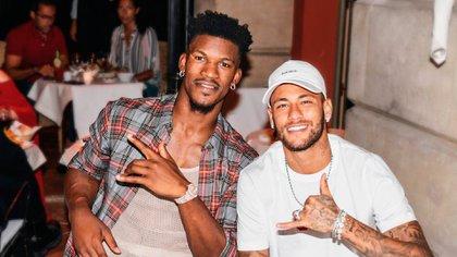 Jimmy Butler y una postal junto a su amigo, el astro del fútbol Neymar Jr (Instagram)