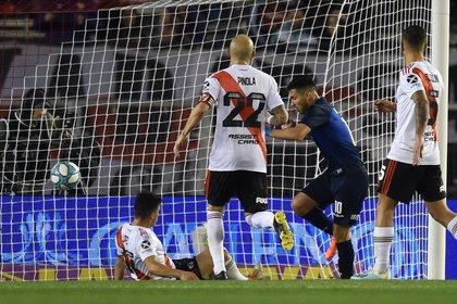 Nahuel Bustos define. Talleres le ganó 1 a 0 a River en el Monumental (Fotobaires)