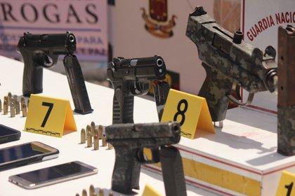 Fotografía de armas incautadas en un operativo antidrogas. EFE/ Johnny Parra/Archivo