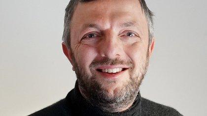 Quién es Enrico Bucci, el científico detector de fraudes académicos que cuestionó los datos de la vacuna Sputnik V