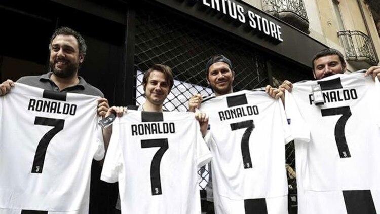 5af4a8527274a Los fanáticos de la Juventus compraron medio millón de camisetas de  Cristiano Ronaldo en 24 horas