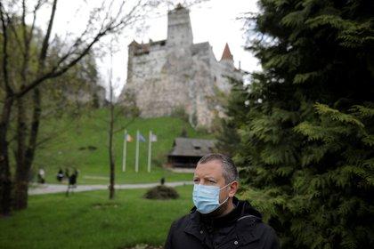 Conocido como El Castillo de Drácula, este sitio turístico por excelencia se convirtió, recientemente, en un centro de vacunación (Reuters)