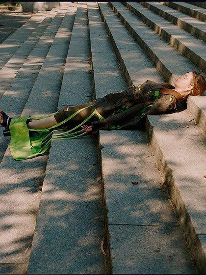 """""""Vitamina D, Plank y siesta. Salud, deporte de riesgo y bienestar en una sola imagen"""", dice el posteo con humor"""