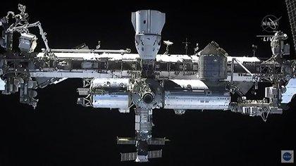 La Estación Espacial Internacional vista desde la nava Dragon de SpaceX (AFP)