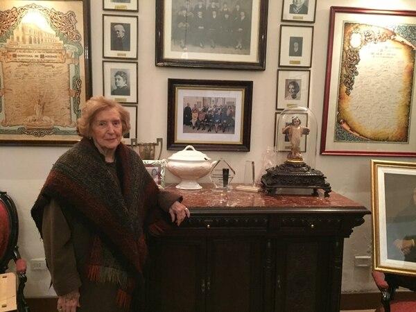 La presidenta de la Sociedad de Beneficencia de Rosario, Isolda Möller de Baraldi, en la sede de la entidad