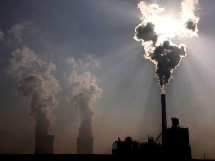 FOTO DE ARCHIVO: Una planta de combustión de carbón en Baotou, en la región autónoma de Mongolia Interior, China, el 31 de octubre de 2010. REUTERS/David Gray